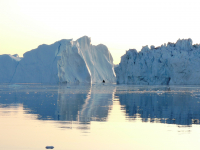 <h5>Ilulissat </h5><p>Billede 54: © Marianne Jacobsen. Midnatssejlads i Isfjorden syd for Ilulissat Juli 2009</p>