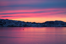 <h5>Nuuk</h5><p>Billede 58: © Karen Motzfeldt og Lars Geraae. Billederne er taget natten til den 1. juni 2015. Lige efter midnat tror jeg det var. Det er udsigten over Nordlandet fra vores hjem i Nuussuusaq (Nuuk). Fanget midt imellem dage med trist og kedeligt vejr.</p>
