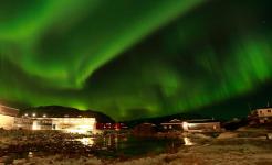 <h5>Qaqortoq</h5><p>© Ole J. Petersen har taget dette billede af Qaqortoq og nordlys</p>