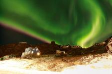 <h5>Qaqortoq</h5><p>© Ole J. Petersen har taget dette billede af Qaqortoq og nordlys.</p>