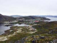<h5>Qaqortoq</h5><p>Bydelen nær Storesøen © Laila Mølgaard Motzfeldt</p>