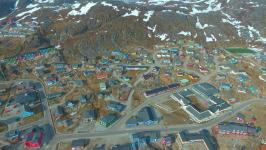 <h5>Qaqortoq</h5><p>Luftfoto over byen. Photo/foto © Steven Bech-Bendtsen</p>