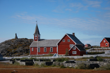 <h5>Nuuk</h5><p>© Otto Motzfeldt. En smuk dag i Nuuk. Ved Hans Egede statuen.</p>